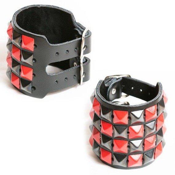 pieszczocha 4-rzędowa z piramidami czarno - czerwonymi